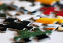 Colored jizsaw puzzle pieces